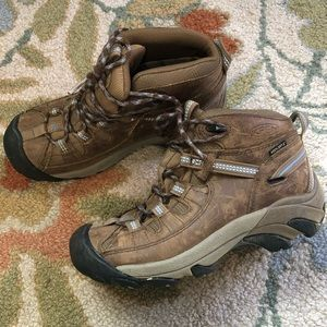 Keen dry women's boots size 6